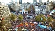 """LOS PASAJEROS DE LOS PRIMEROS COCHES 0 KM CELEBRARON EL VIAJE EN UN TREN """"CONFORTABLE"""""""